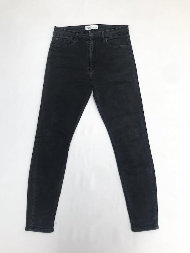 Pantalón jean Zara, denim stretch a la cintura y corte pitillo. Precio original S/ 130 foto 1