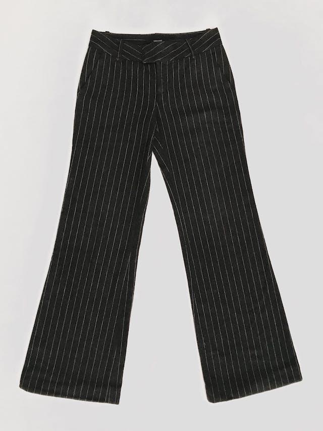Pantalón Zara 70% lana gris con líneas plomas, corte semicampana Talla 26 foto 1