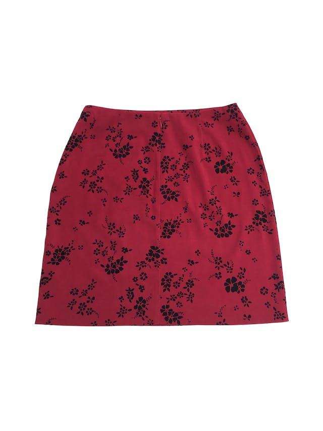 Falda Corner Annex roja con estampado de plush negro, lleva cierre posterior. Largo 48cm Talla S (4) foto 2