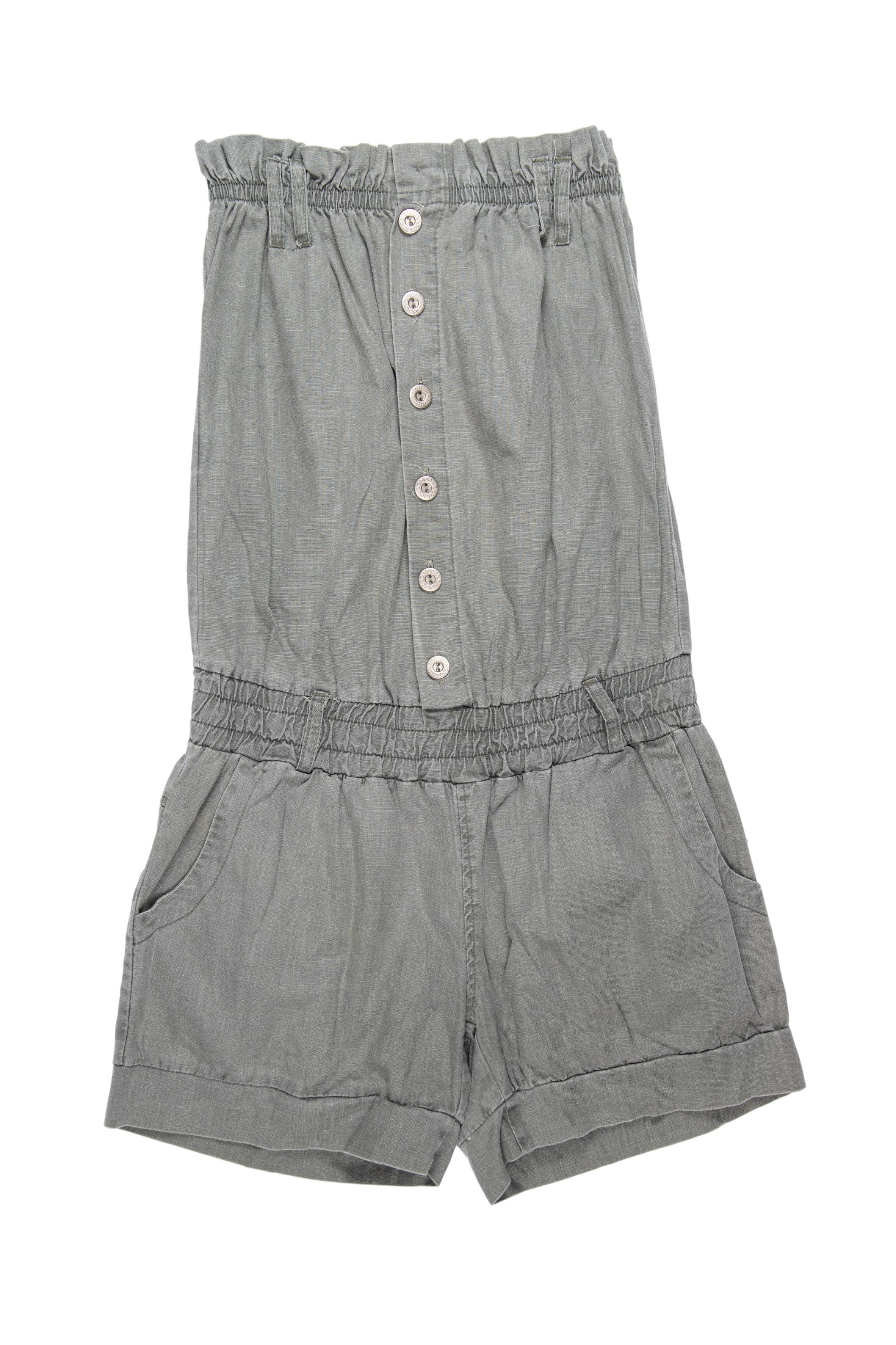 Enterizo short strapless con textura tipo lino con botones delanteros y bolsillos en el short