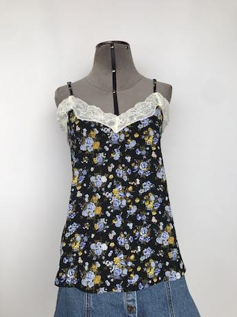 Blusa Forever21 de gasa negra con estampado de flores, de tiritas, con encaje crema en escote y espalda Talla S foto 1