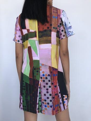 Vestido mini recto, estampado abstracto y flores, escote con ojalillos y pasador para amarrar. Hermoso y estampado único Talla S foto 2