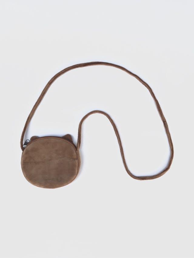 Carterita de plus marrón y etampado de gatito, forro interno, cierre y asa larga al hombro. Nueva. Diametro 14cm, ancho 2cm foto 2