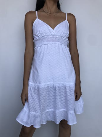 Vestido Naf Naf blanco con texturas de corazones, forrado, panal de abeja debajo del busto y falda con vuelo Talla M (puede ser S) foto 1