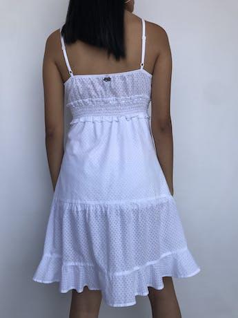 Vestido Naf Naf blanco con texturas de corazones, forrado, panal de abeja debajo del busto y falda con vuelo Talla M (puede ser S) foto 2
