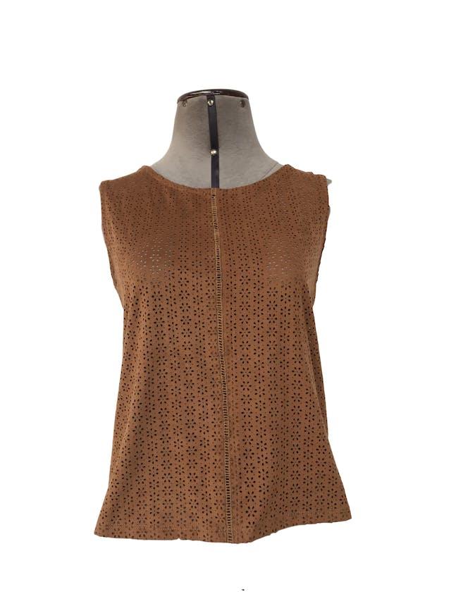 Blusa Zara camel de textura agamuzada con calado en forma de flores, espalda tipo algodón Talla S foto 1