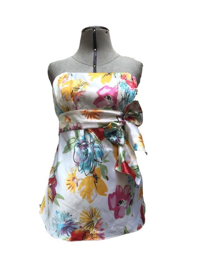 Blusa strapless crema con estampado de flores, tela satinada tipo seda, panal de abeja en la espalda y cinto para amarrar Talla S foto 1