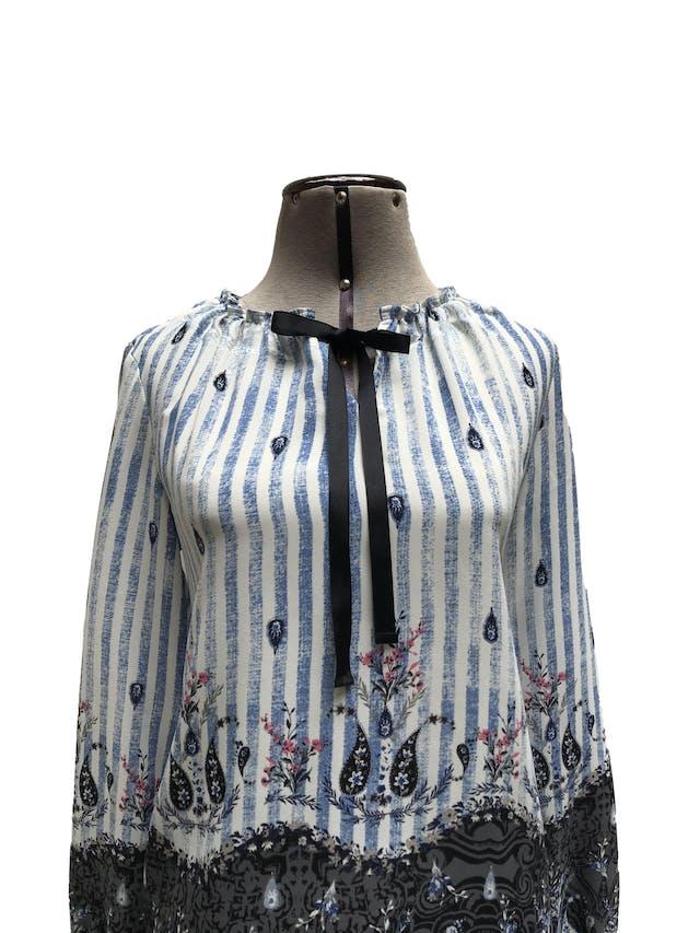 Blusa Style&co tipo gasa con estampado de rayas, flores y pasiley, manga larga con elástico en puños, cuello corrugado con cinta. Muy linda! Talla XS en etiqueta (parece S suelto) foto 2