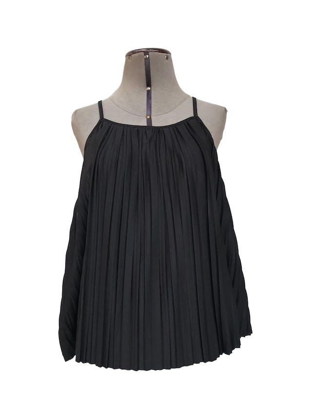 Blusa Zara de tiras, negra de tela plisada, suelta orginal S/ 125 Talla S/M foto 1
