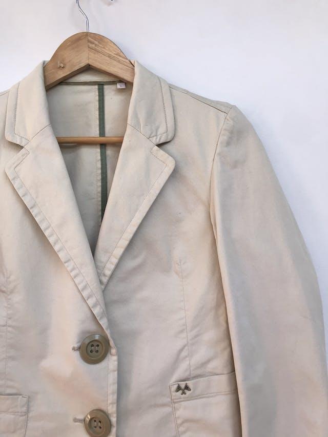 Casaca Thomas Burberry de drill beige 98% algodón, botones delanteros y en puños. Precio orignal S/ 480 Talla S foto 3
