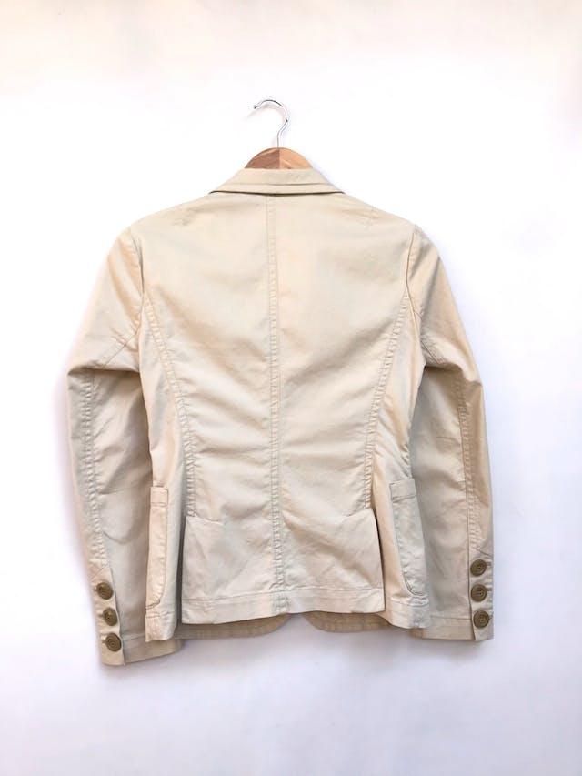 Casaca Thomas Burberry de drill beige 98% algodón, botones delanteros y en puños. Precio orignal S/ 480 Talla S foto 2