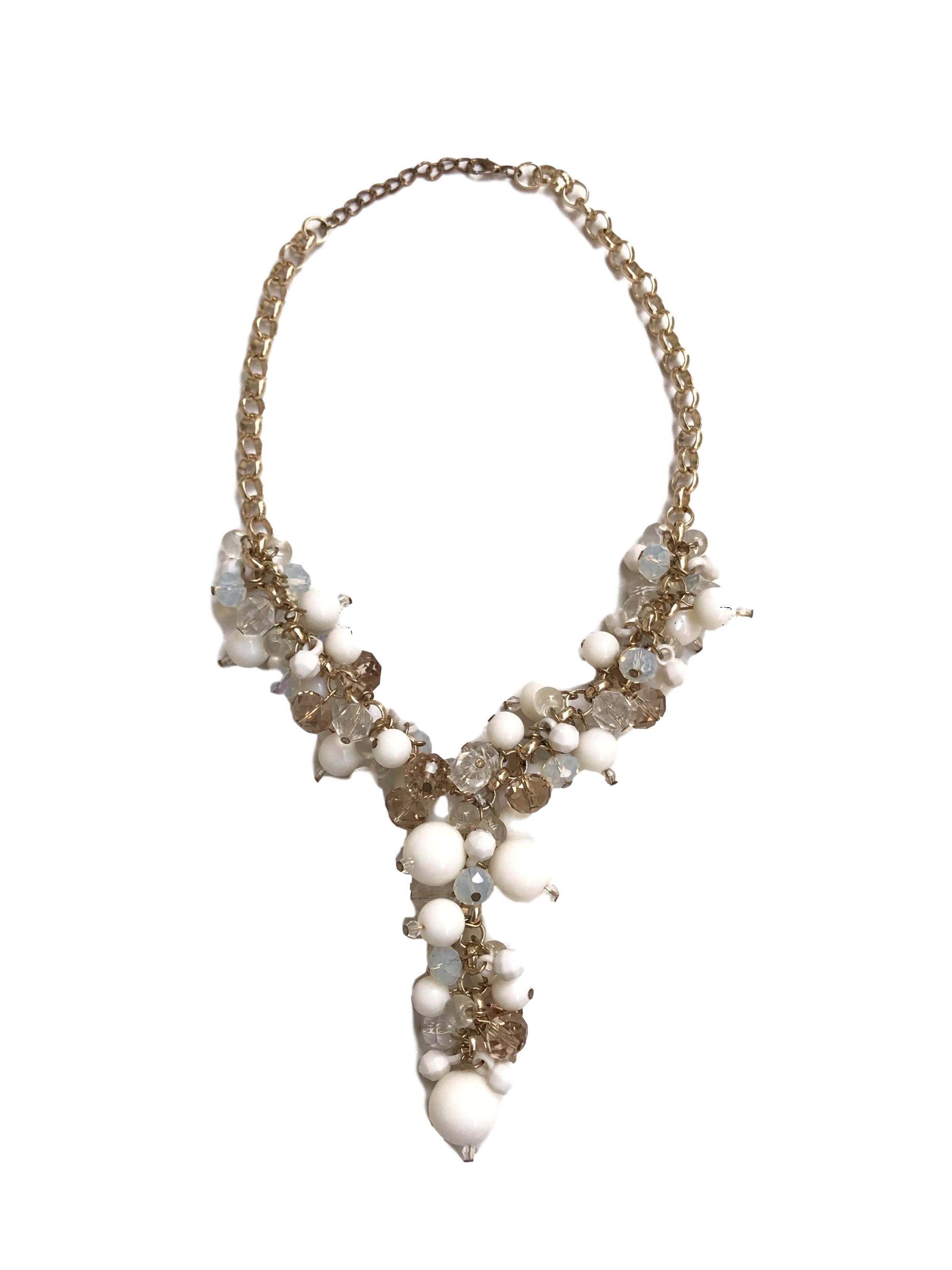 Collar cadena dorada con cuentas blancas y transparentes. Largo 46cm (+5cm regulables)
