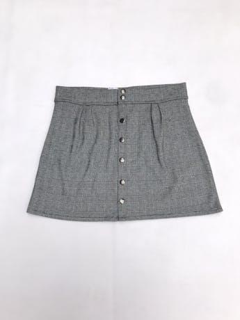 Falda con estampado príncipe de gales, broches delanteros y es ligeramente stretch. Largo 38cm foto 1