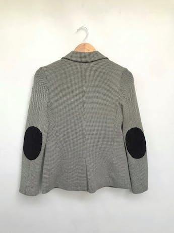 Blazer Basement a cuadros crema y negro con textura, de un solo botón, parches negros en los codos. Precio original S/ 190 Talla M (40) foto 2