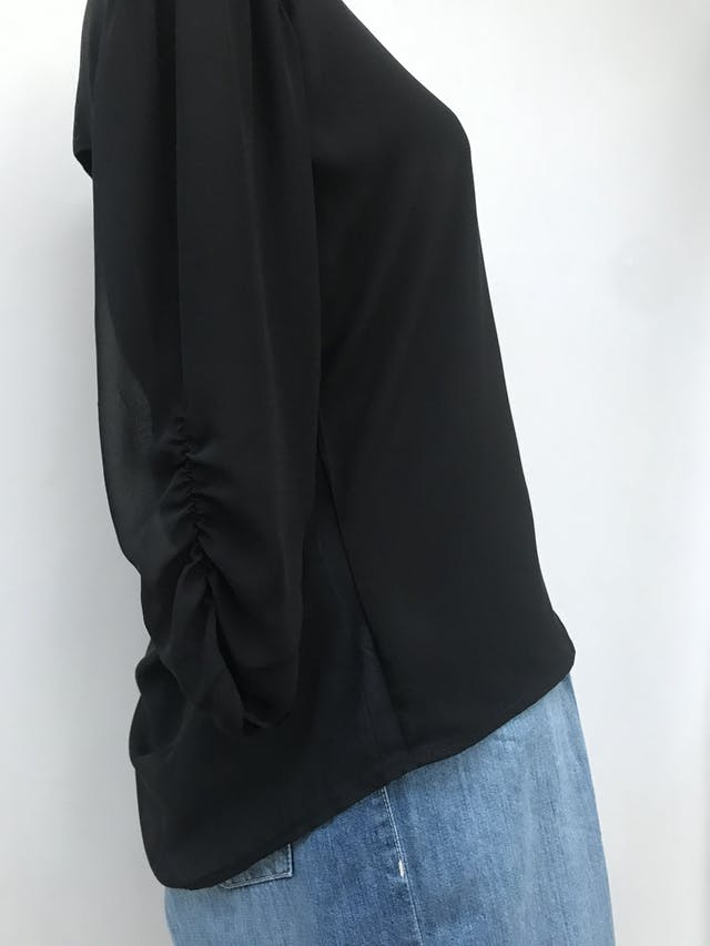 Blusa de gasa negra, doble capa de tela delantera, escote caído posterior, mangas 3/4 drapeadas Talla S foto 3