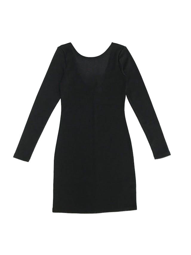 Vestido H&M negro satinado, pegado, manga larga con escote en la espalda Talla XS (puede ser S chico) foto 1
