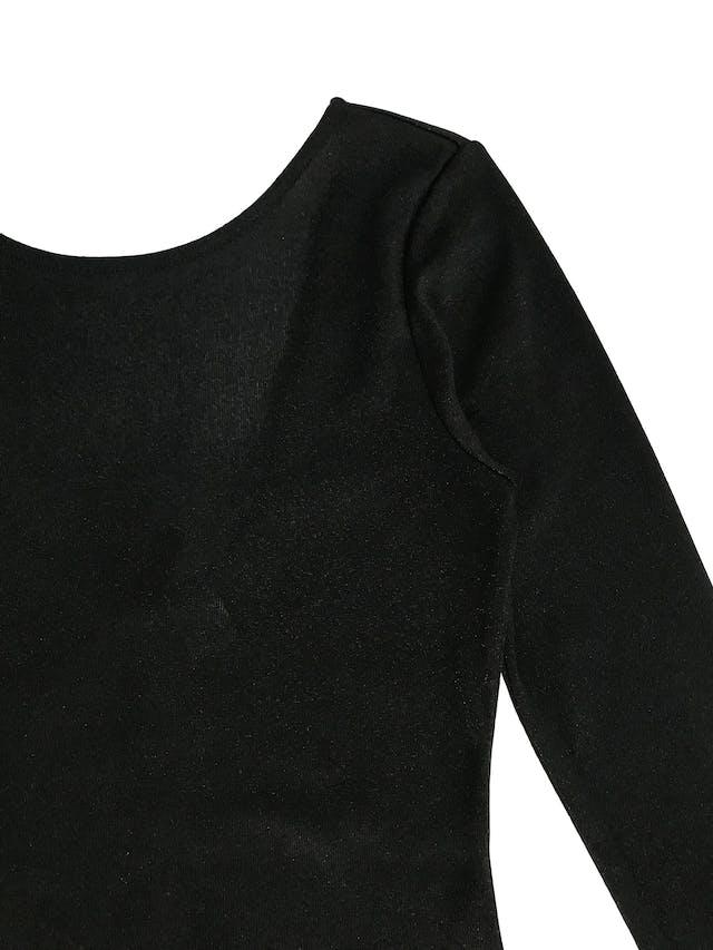 Vestido H&M negro satinado, pegado, manga larga con escote en la espalda Talla XS (puede ser S chico) foto 2