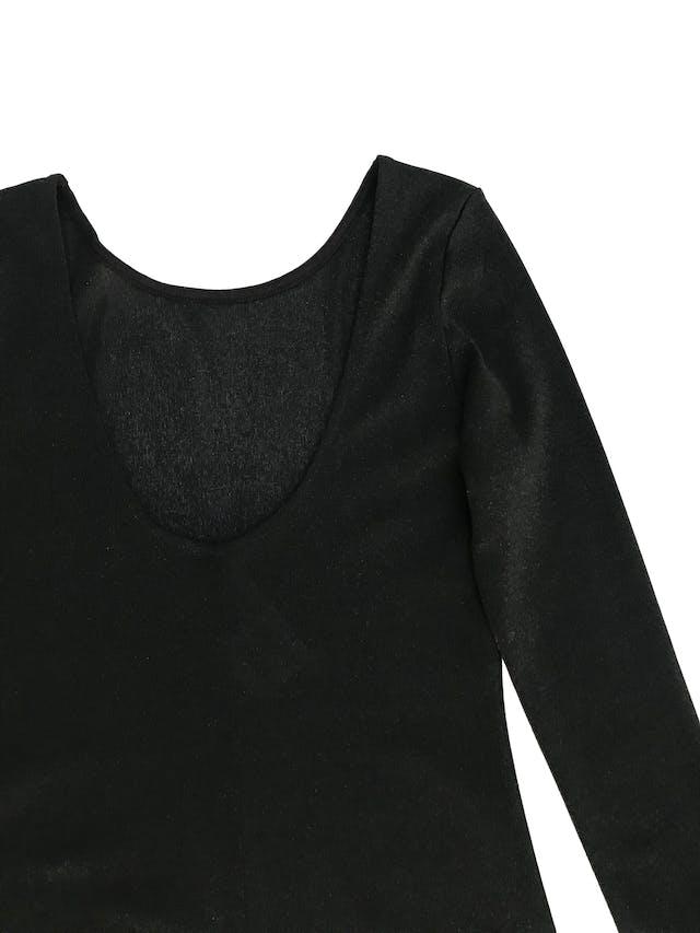 Vestido H&M negro satinado, pegado, manga larga con escote en la espalda Talla XS (puede ser S chico) foto 3