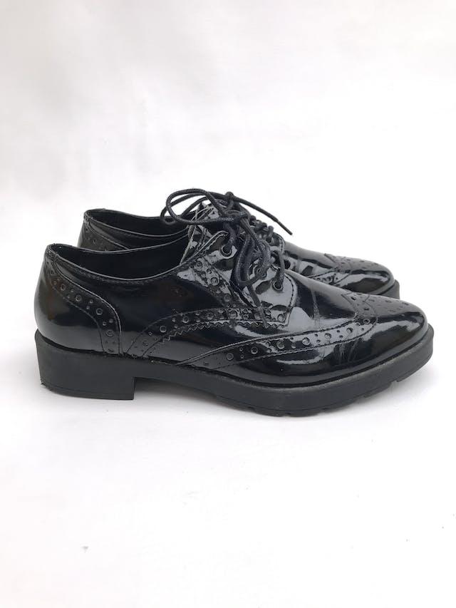 Zapatos Aldo modelo oxford negros de charol, taco 3cm. Estado 7/10 Precio original S/ 230 foto 1