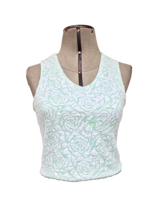 Top Hypnotic verde agua con flores blancas en relieve, forrado, lleva cierre posteriorTalla S foto 1