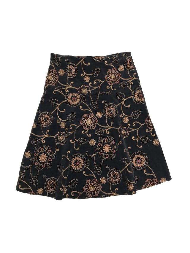 Falda de corduroy negro con bordado de flores doradas, falda en A, pretina ancha con cierre lateral. Largo 60cm Talla S foto 2