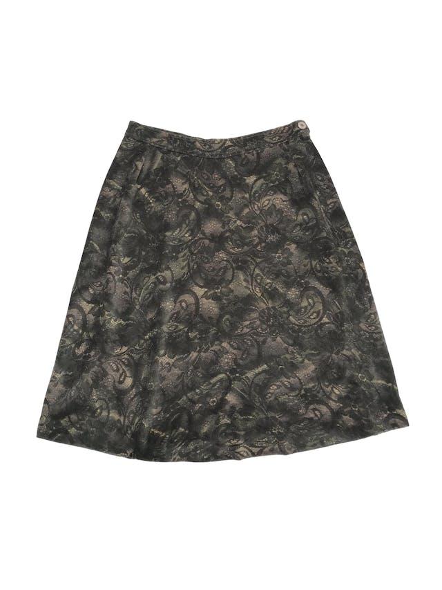 Falda vintage tipo plush estampado floral en tonos verdes y crema, pretina delgada con botón y cierre lateral, corte en A. Cintura 76cm Largo 64cm foto 1