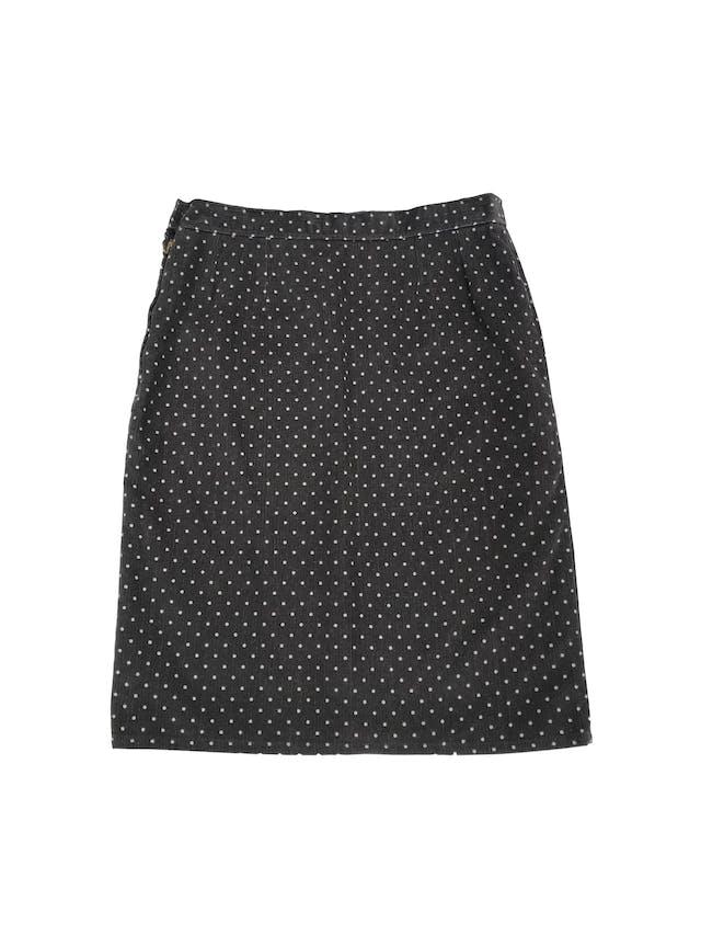 Falda de corduroy gris con dots blancos, pretina delgada con botón y cierre lateral, lleva forro. Largo 57cm Talla S foto 2