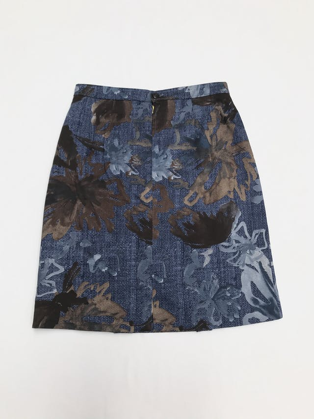 Falda vintage azul con estampado de hojas en tonos grises y marrones, forrada, tableado delantero y botón/cierre posterior. Única! Largo 56cm Talla S  foto 2