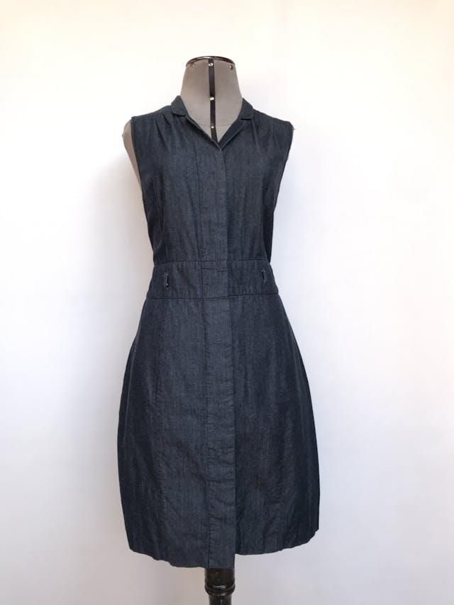 Vestido The Limited gris 80% algodón 20% rayón, fila de botones cubiertos al centro, corte a la cintura y bolsillos laterales en la falda, rico al tacto. Precio original S/ 250 Talla S foto 1