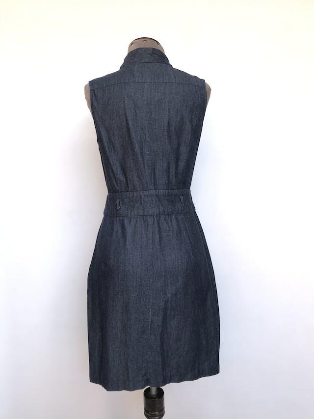 Vestido The Limited gris 80% algodón 20% rayón, fila de botones cubiertos al centro, corte a la cintura y bolsillos laterales en la falda, rico al tacto. Precio original S/ 250 Talla S foto 2
