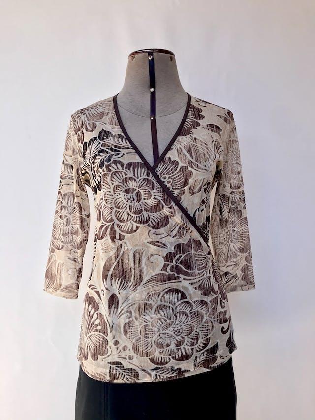 Blusa cruzada Femme, de tul beige con estampado de flores marrones, se amarra atrás Talla M foto 1