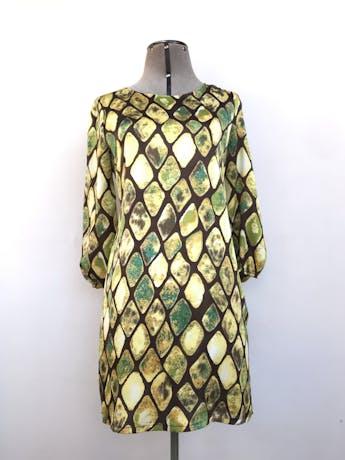 Vestido Maloko, marrón con estampado de rombos verdes y amarillos, 49% seda, corte recto, manga 3/4 con elástico. Precio original S/ 200 Talla S/M chico foto 1