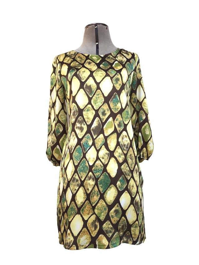 Vestido Maloko, marrón con estampado de rombos verdes y amarillos, 49% seda, corte recto, manga 3/4 con elástico. Precio original S/ 200Talla S/M chico foto 1