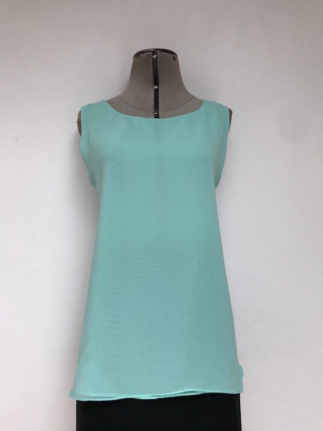 Blusa verde menta tela tipo gasa suave, abertura en la espalda, botón posterior en el cuello y forro  Talla M foto 1
