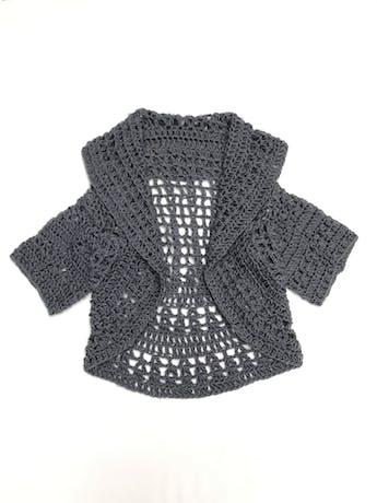 Chompa gris de tejido calado tipo lana, manga corta, modelo abierto Talla M foto 1