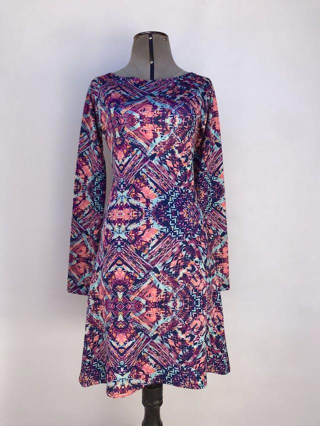 Vestido estampado tribal en tonos morados, azules y anaranjados, tela tipo neopreno delgado, falda en A Talla S foto 1