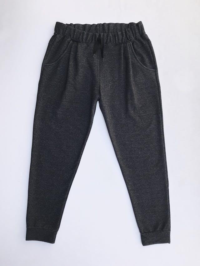 Jogger gris jaspeado, tela tipo algodón stretch, con elàstico y pasador en la cintura y bolsillos laterales Talla 30 foto 1