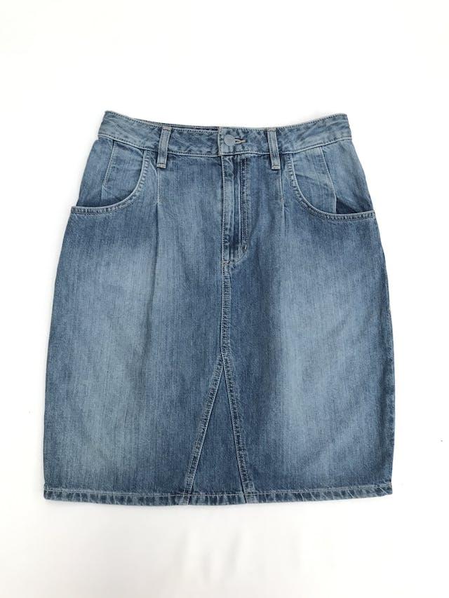 Falda Guess 100% algodón denim focalizado, pliegues, bolsillos laterales y traseros. Precio original S/ 300 Largo 54cm Talla S (28) foto 1