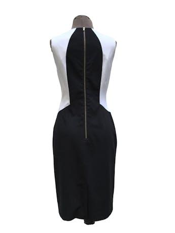 Vestido Calvin Klein tela tipo sastre negro, blanco y turquesa, forrado, con cierre posterior. Precio original S/ 420. Busto 92cm Largo 95cm foto 2