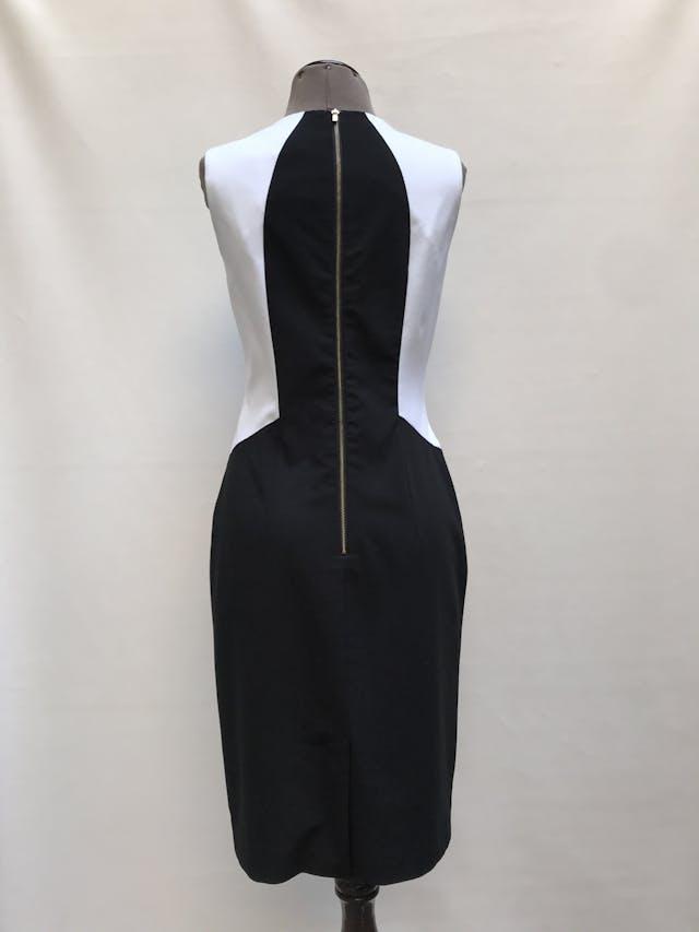 Vestido Calvin Klein tela tipo sastre negro, blanco y turquesa, forrado, con cierre posterior. Precio original S/ 420 Talla M (4) foto 2