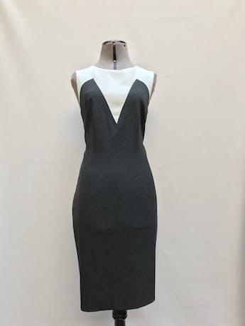 Vestido Ann Taylor gris y blanco, tela tipo sastre, a la rodilla, lleva forro y cierre posterior. Clásico y muy útil! Precio original S/ 600Talla M (8) foto 1