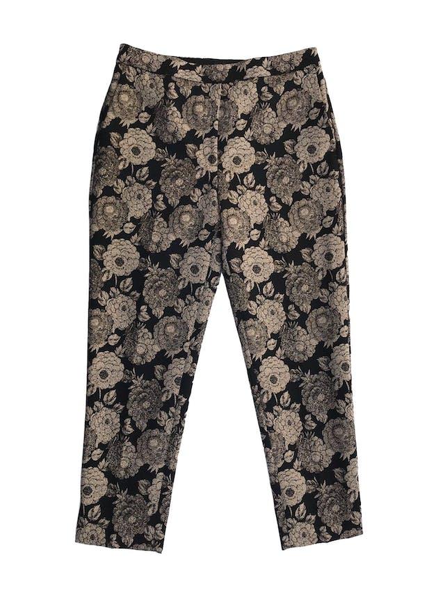 Pantalón Ann Taylor negro con estampado beige e hilos dorados, estilo brocado, forrado, 4 bolsillos, botón y cierre invisible, corte slim. Precio original S/ 440 Talla 30 (6) foto 1