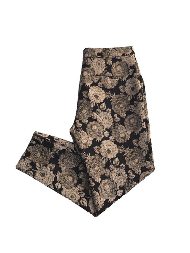 Pantalón Ann Taylor negro con estampado beige e hilos dorados, estilo brocado, forrado, 4 bolsillos, botón y cierre invisible, corte slim. Precio original S/ 440 Talla 30 (6) foto 2