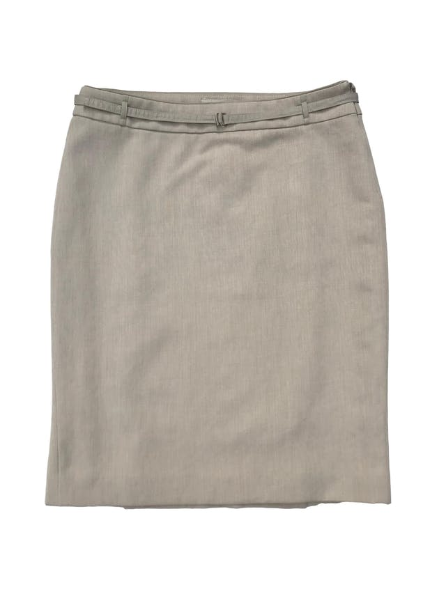 Falda formal Mango en tono crema, forrada, con cierre lateral y correita. Cintura 78cm Cadera 96cm Largo 55cm foto 1
