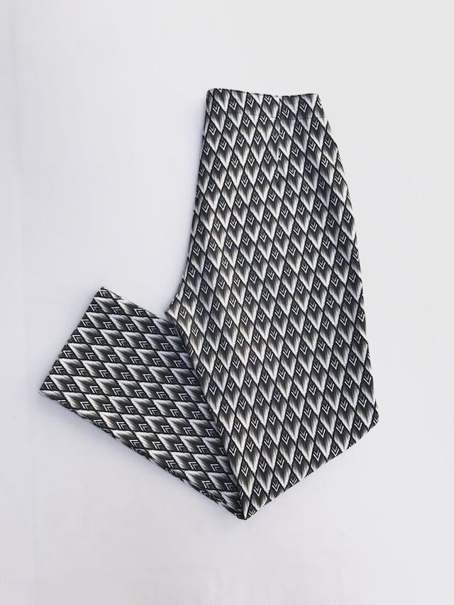 Pantalón H&M estampado barroco en tonos grises y cremas, ligeramente stretch con cierre lateral, corte pitillo  Talla 32 foto 2