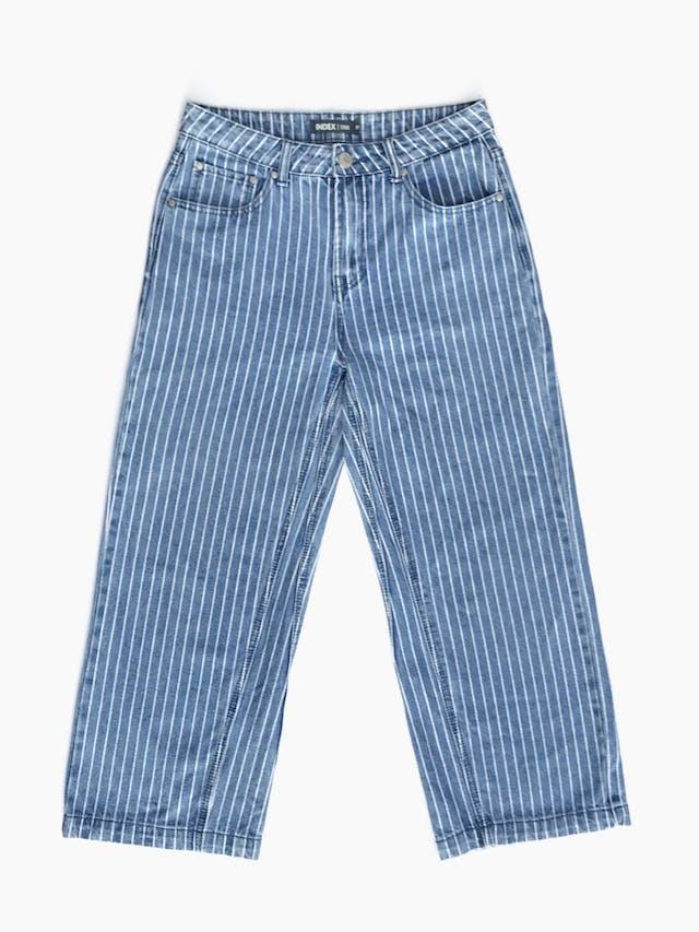 Pantalón jean Index celeste con líneas blancas, denim grueso, a la cintura, 5 bolsillos y corte recto. Precio original S/ 130 Talla 30 foto 1