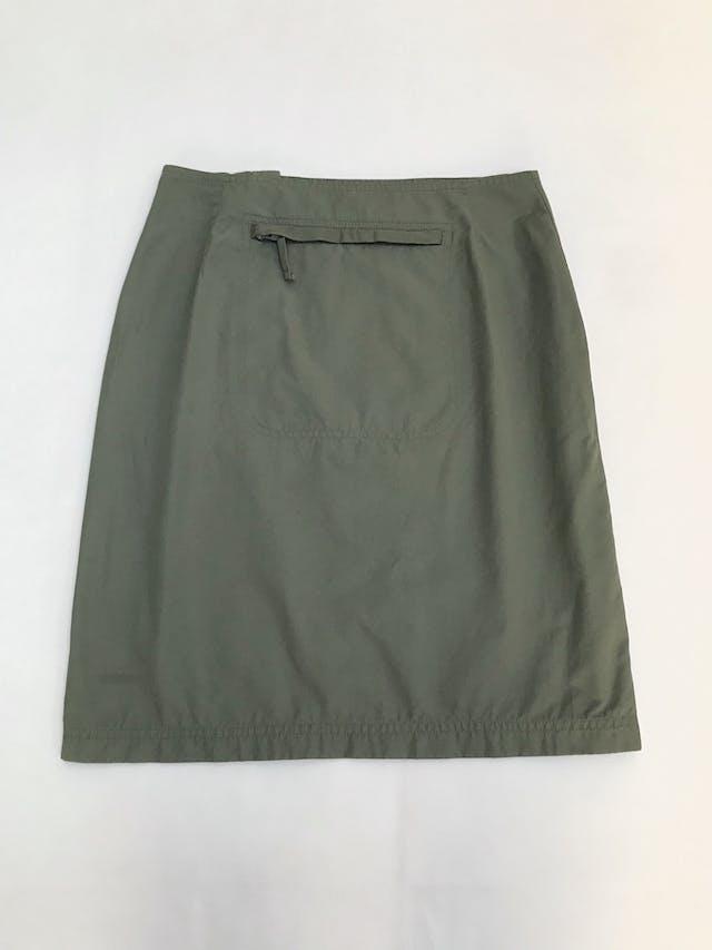 Falda verde tipo taslán, cierre lateral y bolsillo posterior. Estilo outdoor super cool. Pretina76cm Largo 55cm  foto 2