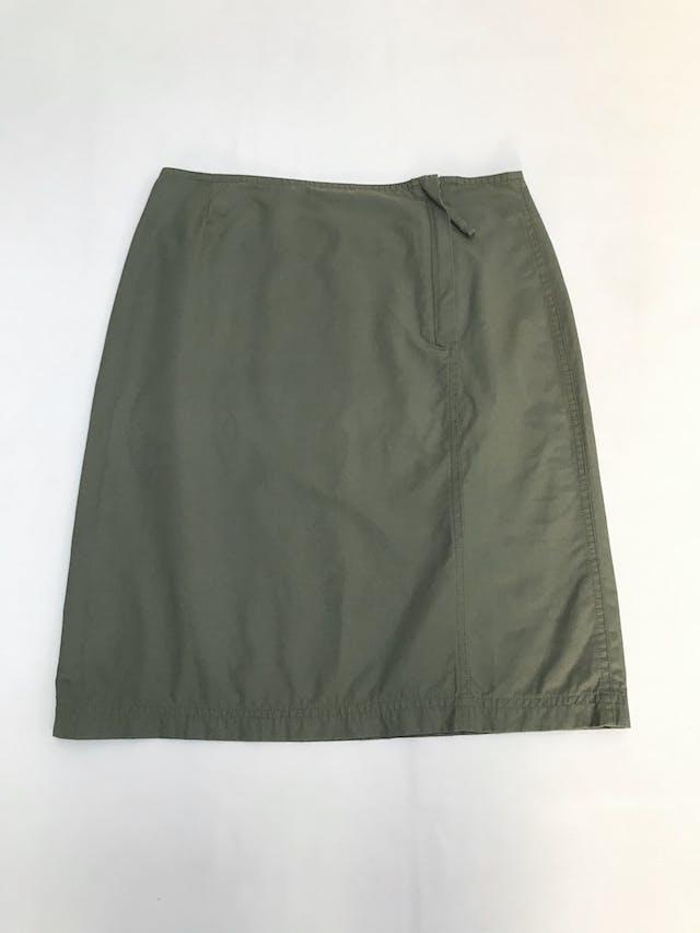 Falda verde tipo taslán, cierre lateral y bolsillo posterior. Estilo outdoor super cool. Pretina76cm Largo 55cm  foto 1