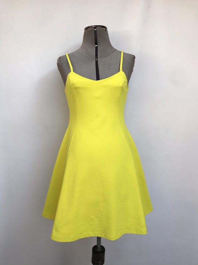 Vestido Zara amarillo, de tiritas con cierre posterior, falda con vuelo, tela stretch tipo lycra gruesa. Arma lindo Talla S/M chico foto 1