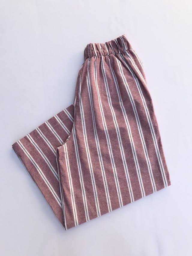 Pantalón Pull&bear, palazzo a la cintura, tela tipo lino a rayas rosa, crema y plomo, bolsillos laterales y elástico posterior. Nuevo con etiqueta Talla 28 (puede ser 30) foto 2